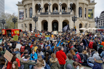 """""""Fridays for Future""""-Bewegung am Opernplatz.12.04.2019"""