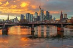Skyline bei herrlichem Sonnentergang