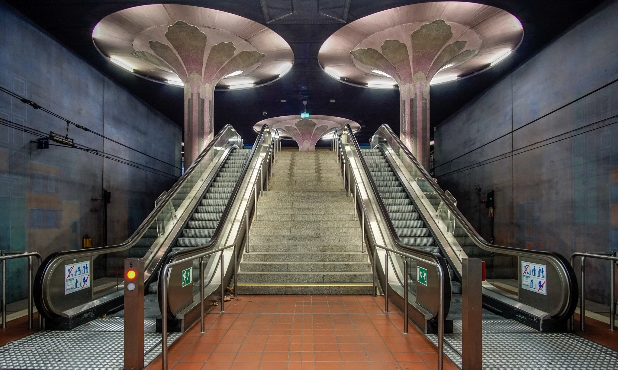 Ausgang Feuerbachstraße - -Ubahn Station Westend