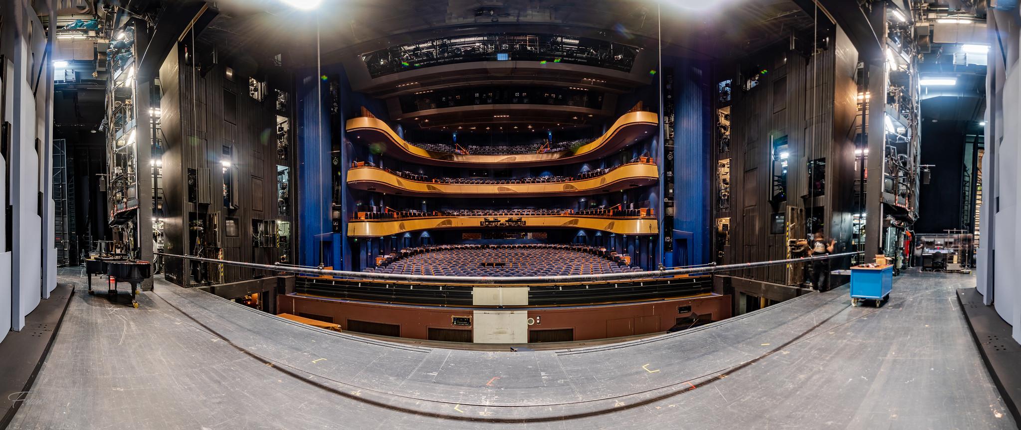 Hinter der Bühne der Oper Frankfurt am Main  06.2020