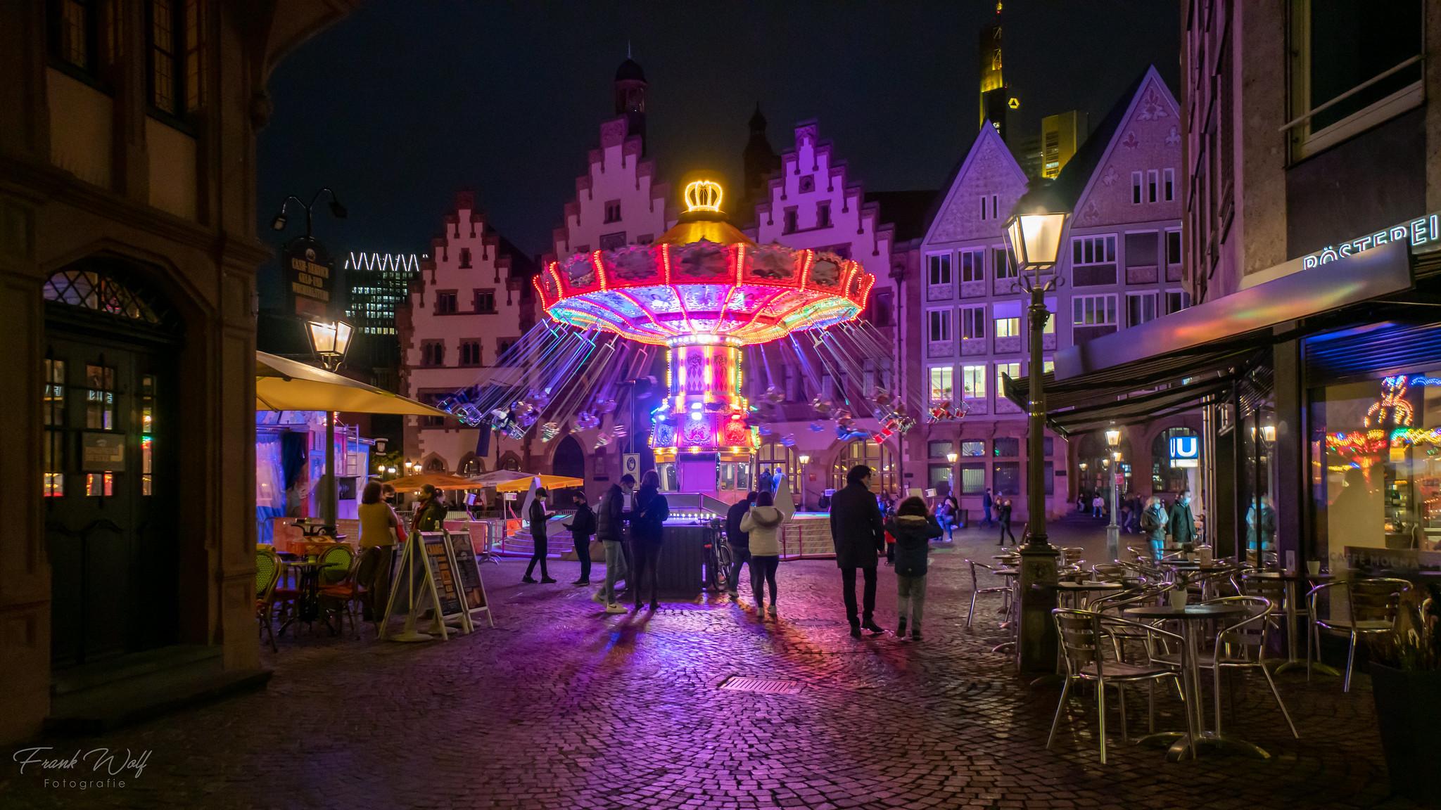 ,Herbst in der Stadt' - Roi´s Wellenflug Karusell auf dem Römerberg - 30.10.2020